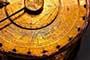 ASTROLOGIA MUNDIAL: CICLO URANO - PLUTON (2012-2015) 7505348-antiguo-reloj-de-astrologia-con-simbolos-del-zodiaco-dorada